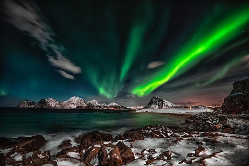 aurora-borealis-photo-1933317.jpg