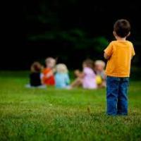 Szorongó gyerekek a közösségben
