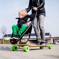 Így közlekednek a bátor szülők