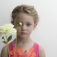 Virágözönben