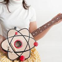 Ukulele és gitár vizuálisan fixáltaknak