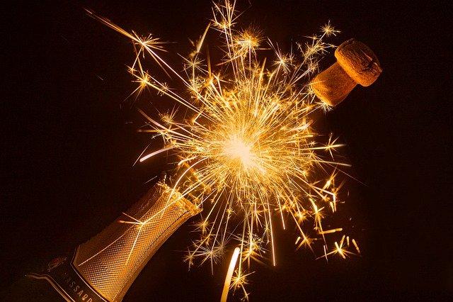 bottle-of-sparkling-wine-4734176_640.jpg
