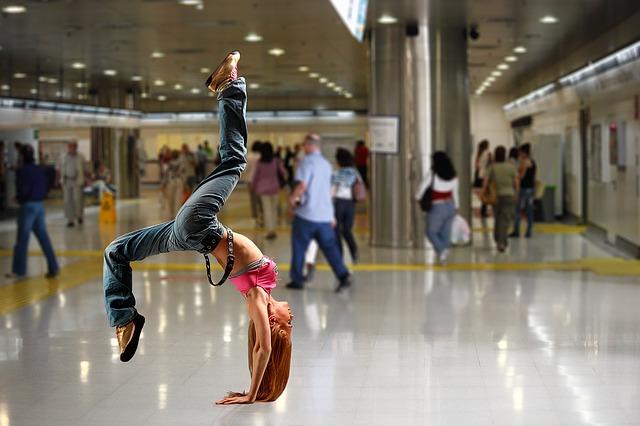 handstand-1461105_640.jpg