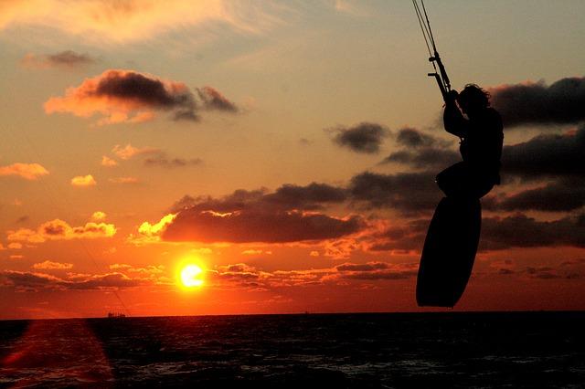 kite-surfing-554049_640.jpg
