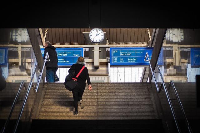 railway-station-2085268_640.jpg