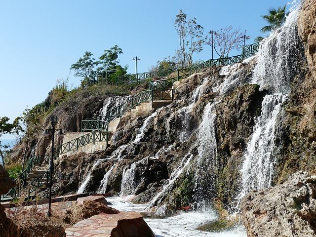 waterfall-73895_640.jpg
