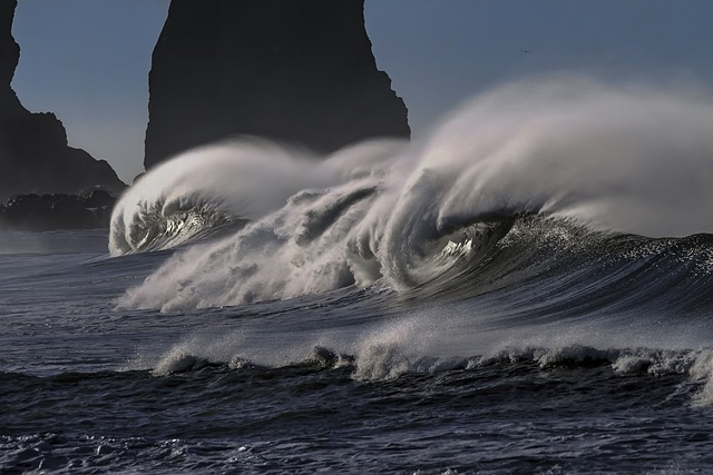 wave-2089959_640.jpg