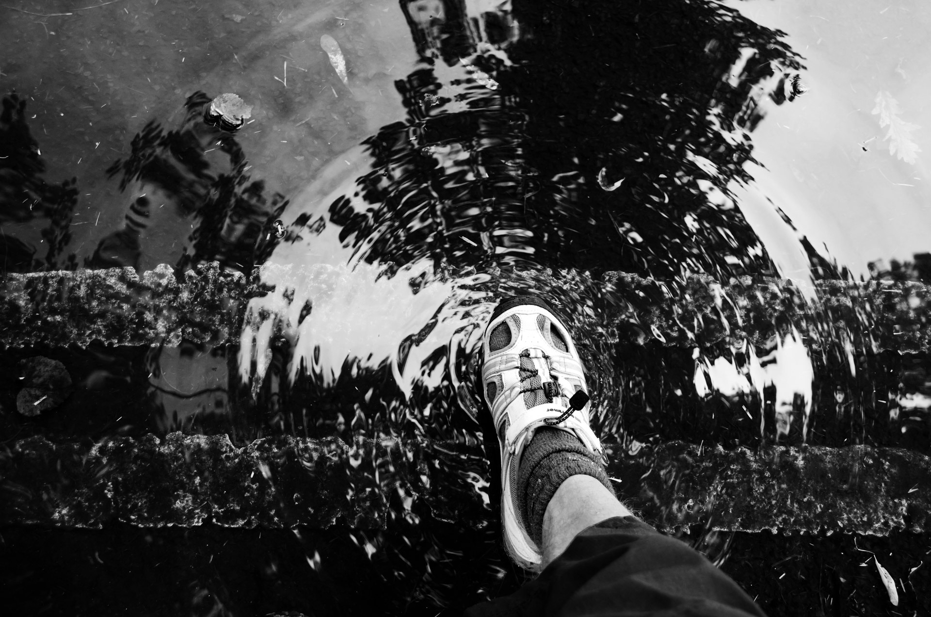 foot_and_puddle_206238.jpg