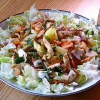 Egyszerű, gyors csirkés saláta