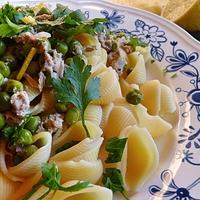 Bazsalikomos, tonhalas tészta