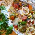 Zöldségekkel sült tengeri halfilé