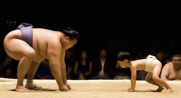 big-sumo-vs-small-sumo.jpg
