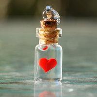 Üvegbe zárt szívecske