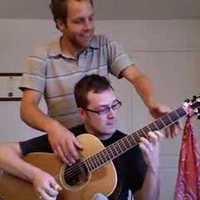 4 kezes gitár