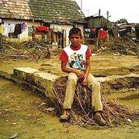 A romák harmada romos lakásokban él
