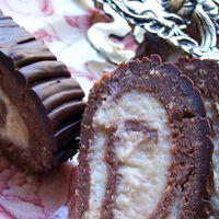 Gesztenyekrémes keksztekercs párizsi krémbe burkolva