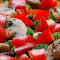Csőben sült brokkoli gazdagon, makaróniágyon sütve