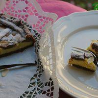 Nagymama pitetortája: csokoládés omlós tésztába rejtett vaníliakrém