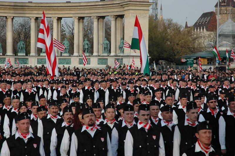 magyar_garda_hosok_tere_0.jpg