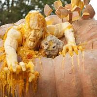 Életnagyságú Zombik Halloween-i tökből!
