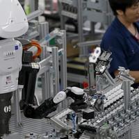 Migránsok, robotok, globális tőke -- és minket ki véd meg?