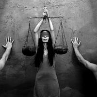 Kínos következményei lehetnek a bírósági ügyáthelyezéseknek - Népszabadság cikk