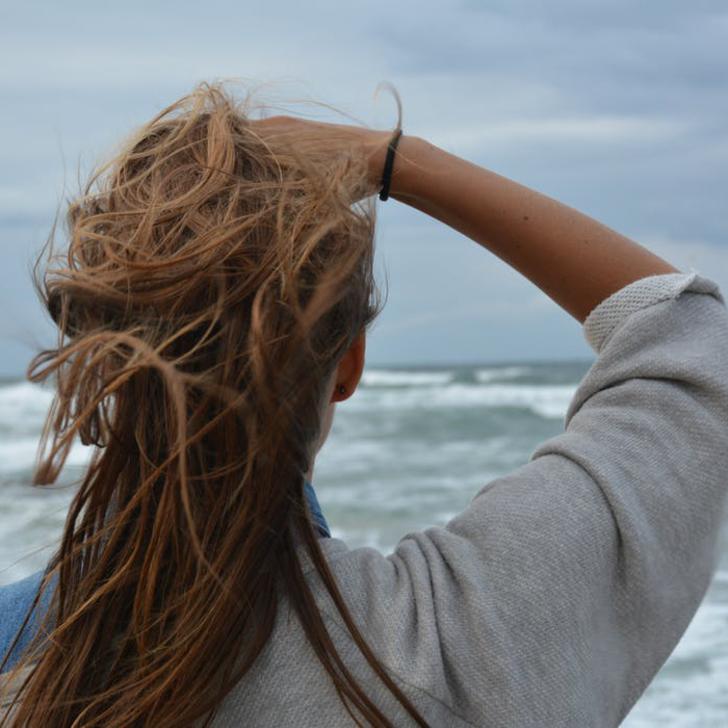 Korpásodik a hajad? Ezekkel a szerekkel egyszerűen kezelheted!