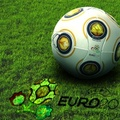 Milyen lesz a foci-Eb labdája?