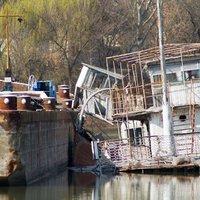 SZŐKE TISZA: a hajót lassan elboritja az emelkedő viz