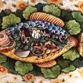 Selyemre festett hal - várossal