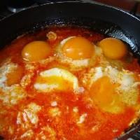 Kolbászzsíron sült tojás
