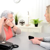 Így helyezd be helyesen a hallókészüléket