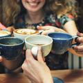 Aki sokat kávézik, azt elkerüli a fülzúgás?