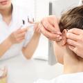 Így tisztítsa helyesen a fülillesztéket