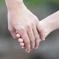 Fogjuk meg egymás kezét!