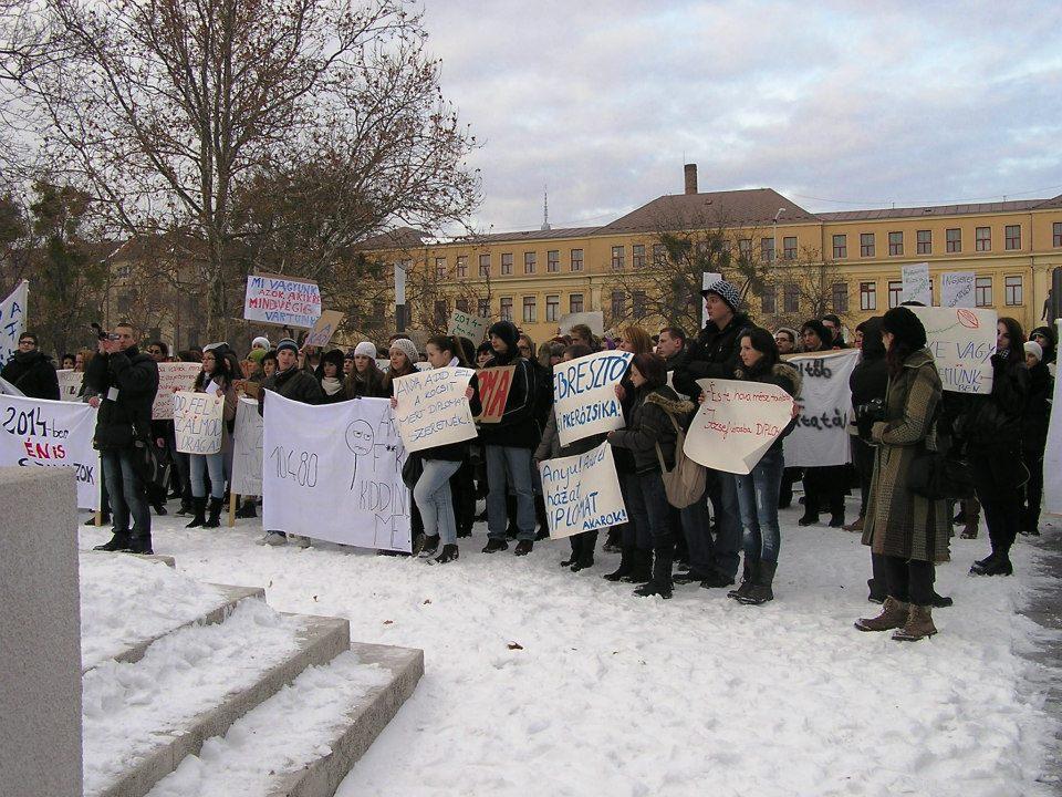 Pécs - középiskolások.jpg