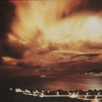 Buliznál atomrobbantás fénye mellett?