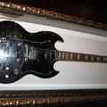 Néhány gitár a római Hard Rock Cafe faláról