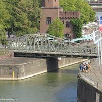 Két híd megváltozott környezetben