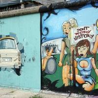 Huszonöt éve repedt meg véglegesen a Berlini Fal