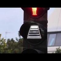 Fura gyalogosközlekedési lámpa a Ku'dammon