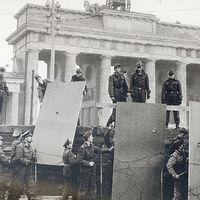 A kettévágott Berlin - téboly föld alatt és felett