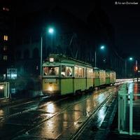 Villamosok a higanygőzös budapesti éjszakában