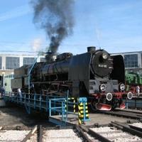 ... a mozdony füstje megcsapott