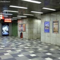 Melyik metróállomáson járunk?