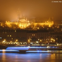 Természetes blur: Buda Pestről, ködben