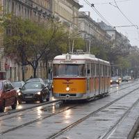 Az eső esett, a villamosok felvonultak
