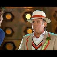 Az ötödik Doktor, a tizedik Doktor apósa, a Doktor lányának apja 60 éves