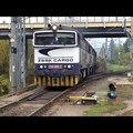 Egy újabb statikus videó, amin jön egy csomó mozdony, aztán még több teherkocsi, remeg a kép, aztán elmegy az egész, és tulajdonképpen mi a jó ebben? :)