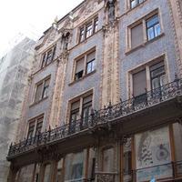 Váci utca, kirakatmagasság felett